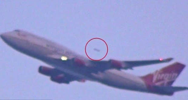 'UFO overtakes' Virgin Atlantic jumbo jet