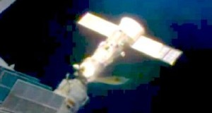 Possible UFO at ISS on January 29, 2014