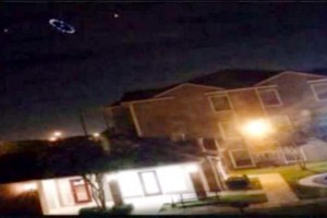 UFO reported floating over Houston
