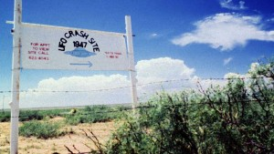 File photo. A sign off route U.S. 285, north of Roswell, New Mexico, points west to the alleged 1947 crash site of a flying saucer on the Corn Ranch. (Reuters)