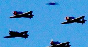 Los Angeles, California flight of aircraft joined by UFO in May 2019